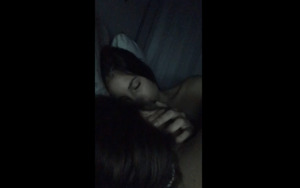 Periscope Aliciavieiraa kissing with her friend on bed