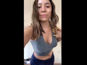 Periscope Mundanelove teasing her sexy Boobs -05-02-2019-18-54-53