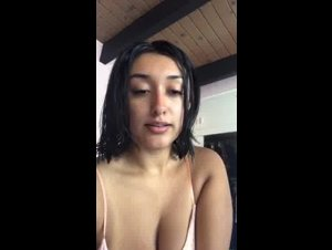 Busty Karina P3riscop3smostwant3d teasing her Sexy Cleavage 07-03-2019
