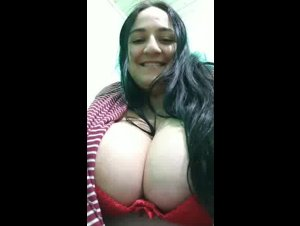 Periscope Taninhavideo showing her INCREDIBLE BIG BOOBS 08-02-2019