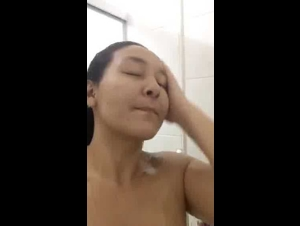 Periscope Leticiaamy teasing her Naked Body while taking Shower 08-21-2019